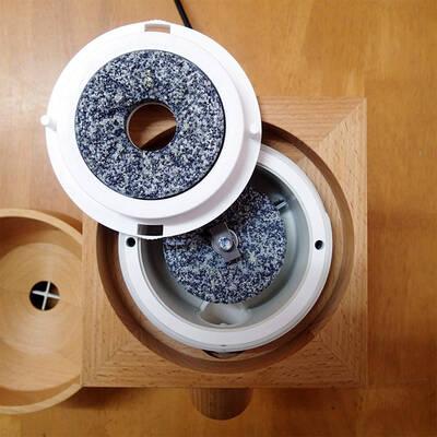 Mlecí kameny mlýnku na obilí Komo Fidibus XL
