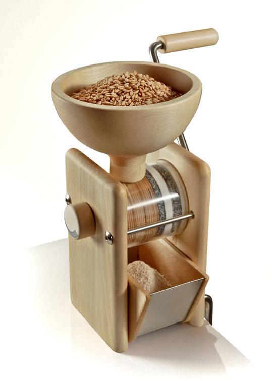 Ruční mlýnek na obilí Komo