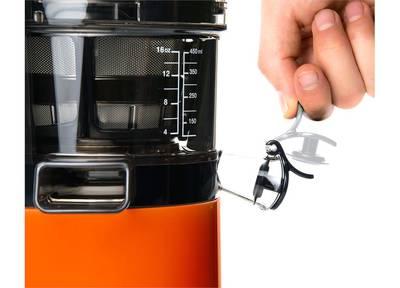 Vertikální odšťavňovač Sana EUJ-808 oranžový firmy Omega, shora